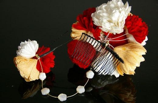 かわいらしいピンポンマムの正絹髪飾り2点セット